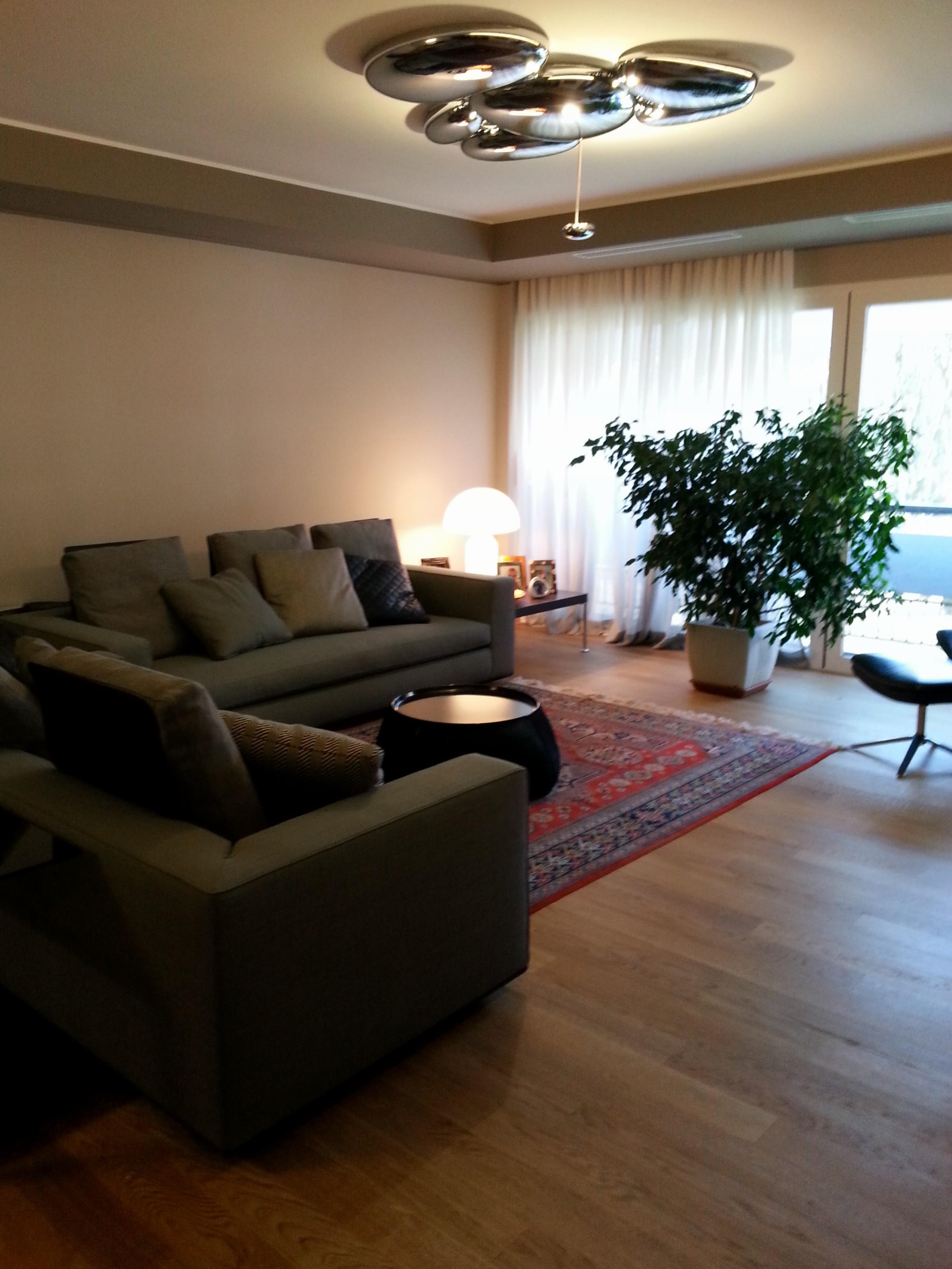 Come arredare un salotto moderno guida pratica - Illuminazione soggiorno moderno ...